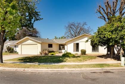 Residential for sale in 5377 E Grant Avenue, Fresno, CA, 93727