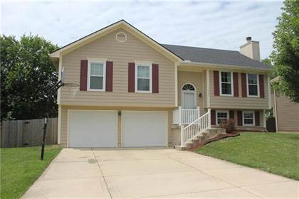 Residential for sale in 1308 NE Burgandy Lane, Lee's Summit, MO, 64086