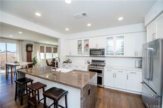 Townhouse for sale in 17551 Newland Street 102, Huntington Beach, CA, 92647