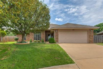 Residential for sale in 424 NW 141 Street, Oklahoma City, OK, 73013