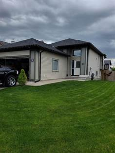 Residential Property for sale in 76 Jessie Robinson Close N, Lethbridge, Alberta, T1H 3Y8
