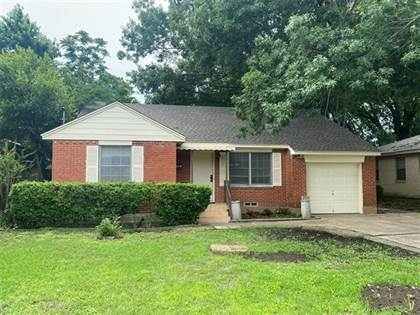 Residential for sale in 2450 Clearview Circle, Dallas, TX, 75233