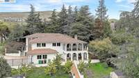 Photo of 822 Overhill Dr, Hayward, CA