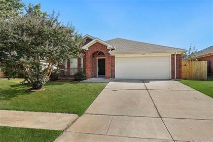 Residential for sale in 6103 Brookfall Drive, Arlington, TX, 76018
