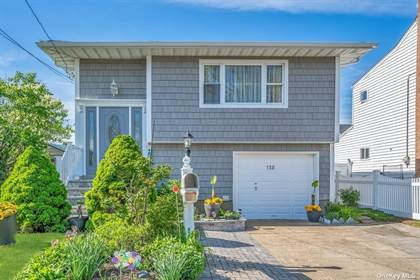 Multifamily for sale in 138 E Clearwater Road, Lindenhurst, NY, 11757