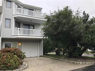 Townhouse for sale in 12 Navesink Court, Long Branch, NJ, 07740