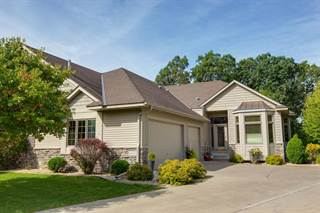 Townhouse for sale in 2207 Midland View Court N, Roseville, MN, 55113