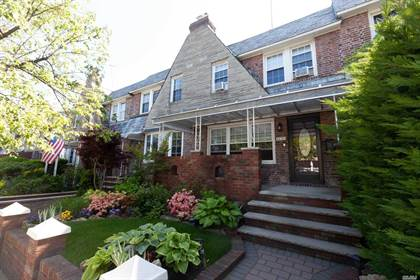 Residential Property for sale in 64-20 80 Street, Middle Village, NY, 11379
