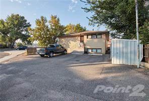 Multi-family Home for sale in 523D Maple Avenue SE, Medicine Hat, Alberta