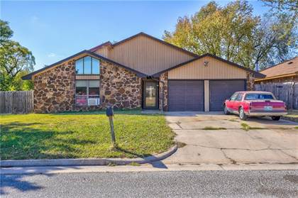 Residential for sale in 10041 S Ross Ave, Oklahoma City, OK, 73159
