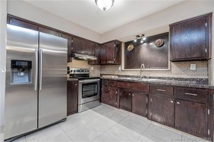 Residential Property for sale in 8211 NW 16th St, Pembroke Pines, FL, 33024