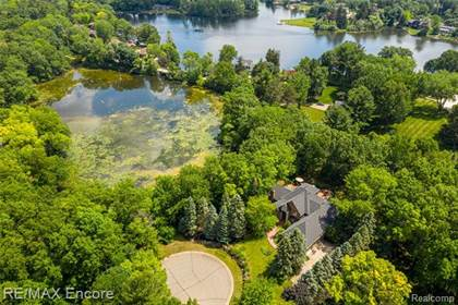 Residential Property for sale in 1999 Deer  Path Trail, Oxford, MI, 48371