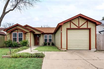 Residential for sale in 1620 Gentle Wind Drive, Arlington, TX, 76018