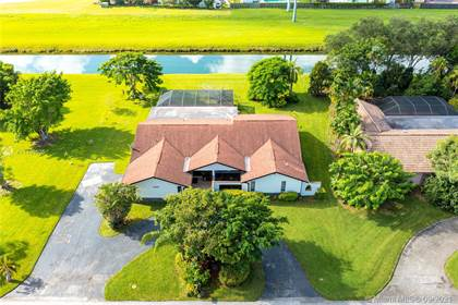 Residential for sale in 9420 SW 134th St, Miami, FL, 33176