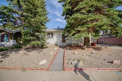 Residential Property for sale in 827 23 Street N, Lethbridge, Alberta, T1H 3S9