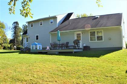 Residential Property for sale in 1109 MAPLE HILL RD, Greater Castleton - on - Hudson, NY, 12033