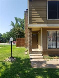Residential for sale in 2128 Park Willow Lane A, Arlington, TX, 76011