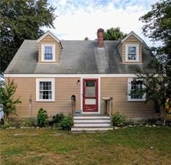 House for sale in 124 Hiawatha Street, Warwick, RI, 02888