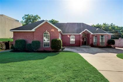 Residential for sale in 2502 Hunter Hill Drive, Arlington, TX, 76012