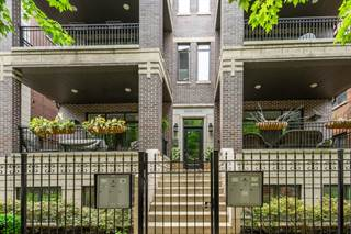 Condo for sale in 3228 North Clifton Avenue 3N, Chicago, IL, 60657