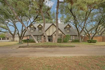 Residential for sale in 1501 Scots Wood Drive, Arlington, TX, 76015