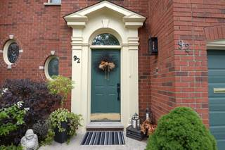 Residential Property for sale in 92 Fairwood Pl W, Burlington, Ontario, L7T 4B6