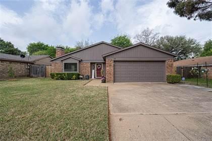 Residential for sale in 718 Matthews Court, Arlington, TX, 76012