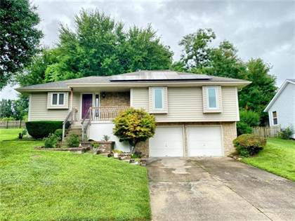 Residential for sale in 1010 NE MULBERRY Street, Lee's Summit, MO, 64086