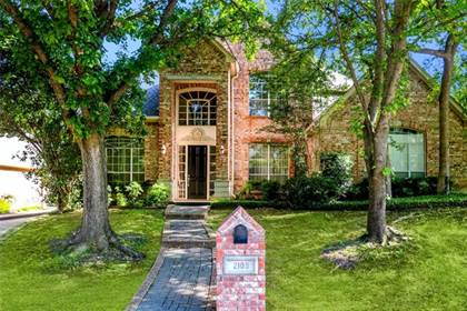 Residential for sale in 2108 Royal Dominion Court, Arlington, TX, 76006