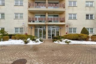 Condo for sale in 8210 Elmwood Avenue 303, Skokie, IL, 60077