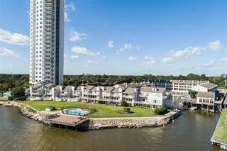 Townhouse for sale in 9 Mariner Village Drive, Seabrook, TX, 77586