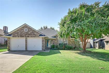 Residential for sale in 2804 Glen Ridge Drive, Arlington, TX, 76016