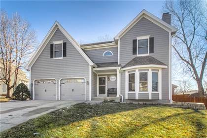 Residential for sale in 7621 N Rhode Avenue, Kansas City, MO, 64152