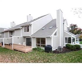 Townhouse for sale in 124 Stryker Court, Greater Bradley Gardens, NJ, 08807