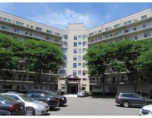 Condo for sale in 133 Commander Shea Blvd. 303, Quincy, MA, 02171
