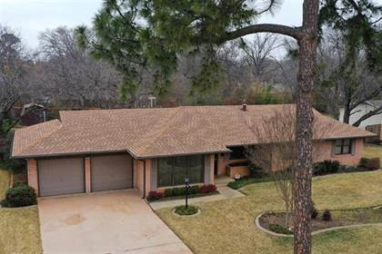 Residential for sale in 1805 W Second Street, Arlington, TX, 76013