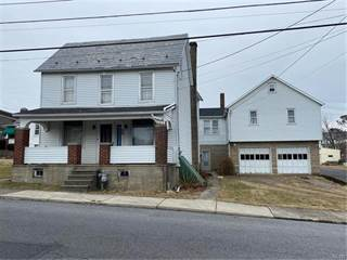 Apartment for sale in 582 McKinley Street, Roseto, PA, 18013